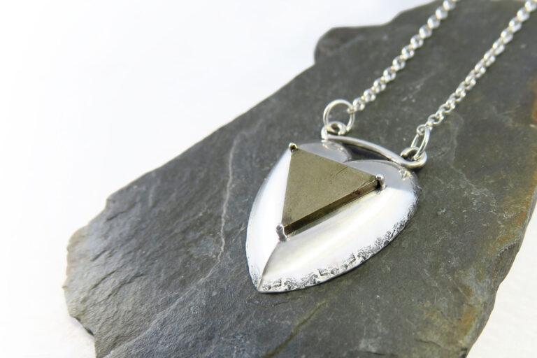 Ogrlica-intuitivni-nakit-srce-pirit