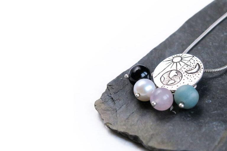 Ogrlica-vesolje-intuitivni-nakit