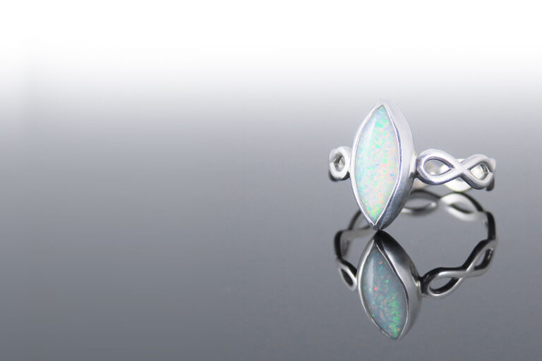 Prstan-neskoncnost-opal-marquise