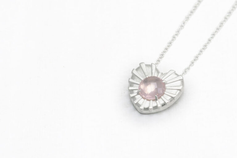 Intuitivni-nakit-zarece-srce-rozevec