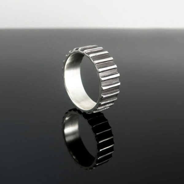Prstan-moski-crte-crn-srebro