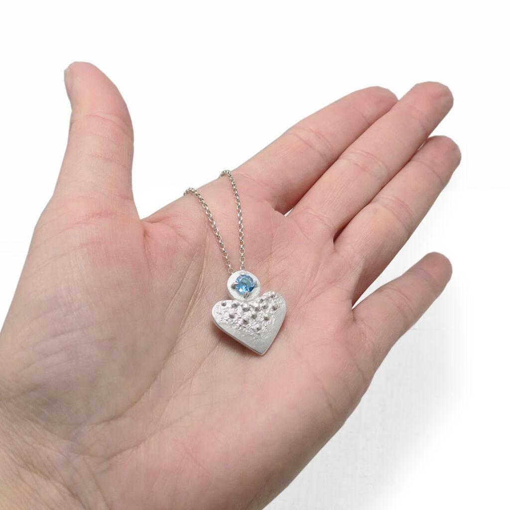 ogrlica-topaz-srce-na roki