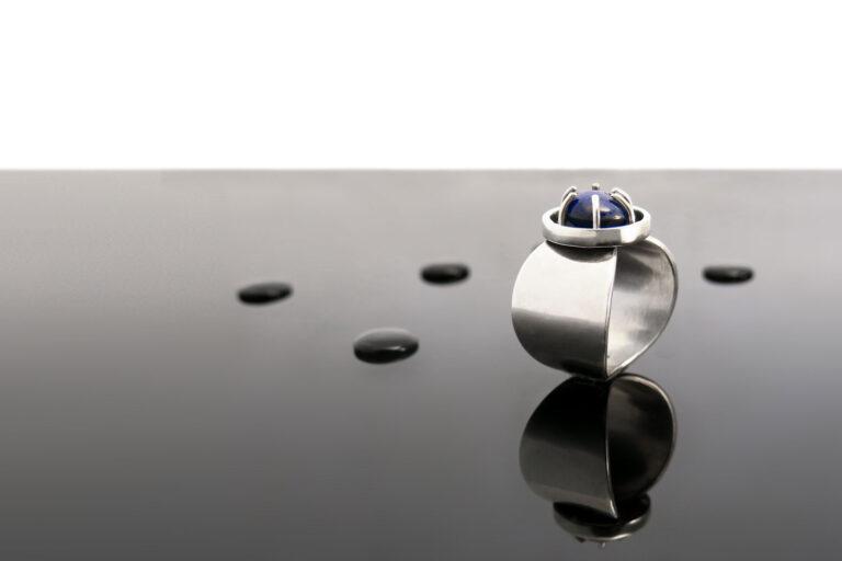 Prstan-srebro-safir-intuitivni-nakit